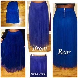 Blue maxi skirt with zipper in rear of skirt